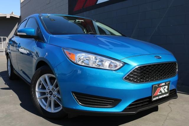 Pre-Owned 2017 Ford Focus Hatchback SE