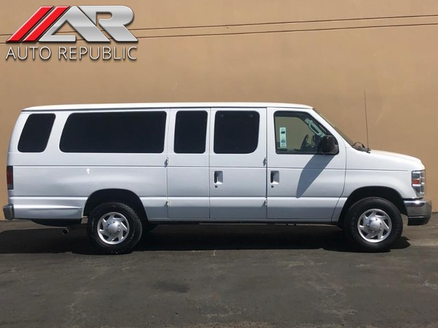 Pre-Owned 2013 Ford Econoline Wagon XLT