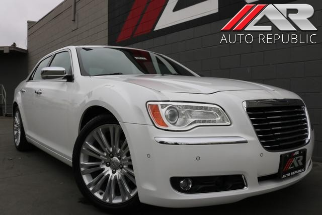 Pre-Owned 2013 Chrysler 300 300C