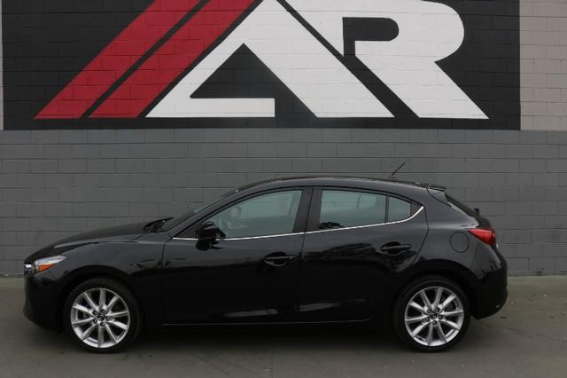 Pre-Owned 2017 Mazda MAZDA3 Hatchback Touring Auto