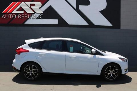 Pre-Owned 2017 Ford Focus Hatchback SEL