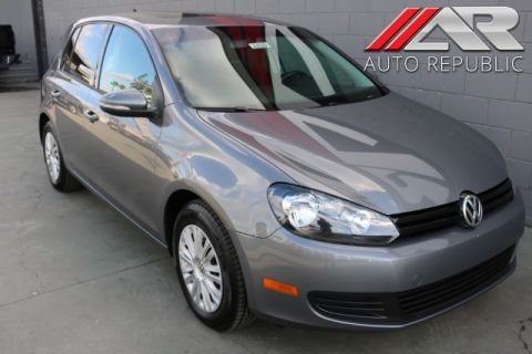 Pre-Owned 2014 Volkswagen Golf w/Conv & Sunroof